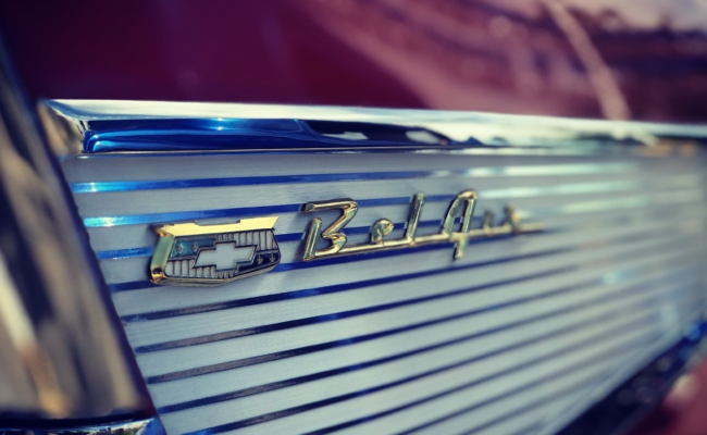 Photo of the logo on a 1957 Chevrolet Bel Air