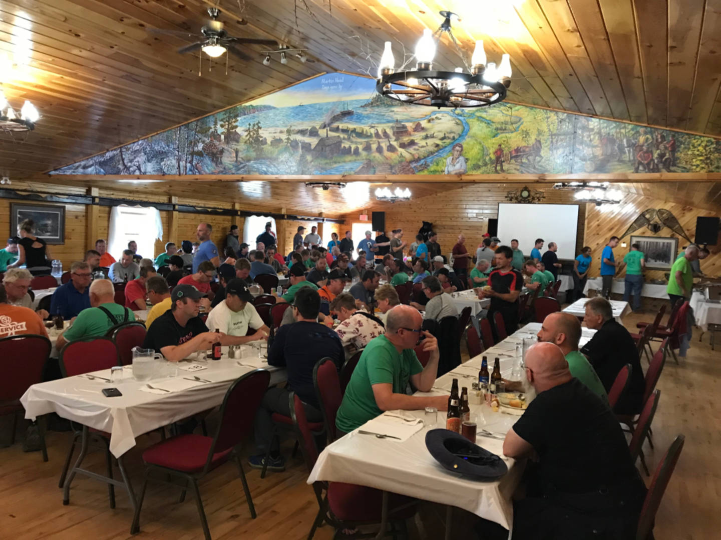 photo of a packed dining hall at Adairs Wilderness Lodge