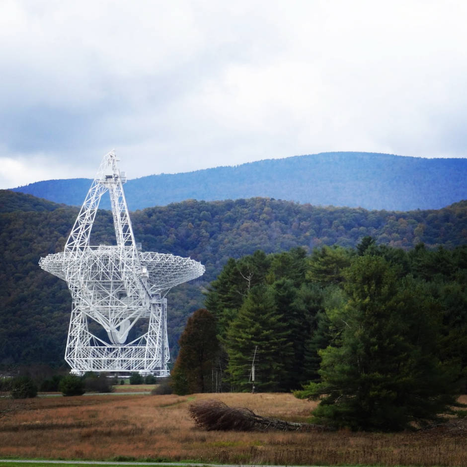 a photo of the Robert C Byrd radio telescope at Green Bank W Virginia